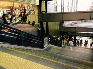 (3) 階段降りる