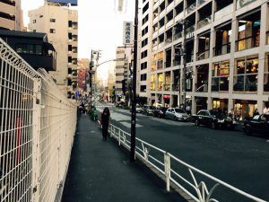 (5) 交差点への下り坂